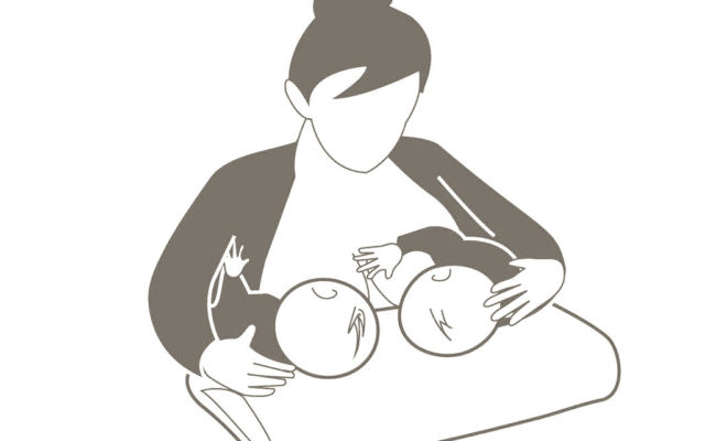 breastfeeding-twins
